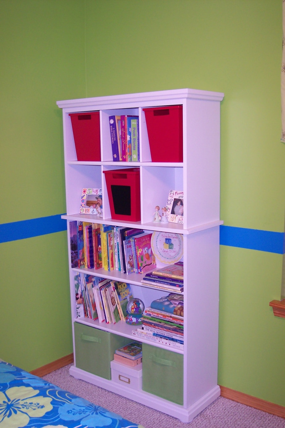 Girls bedroom on a budget bookcase