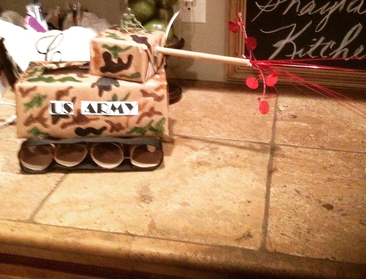 Valentine box army tank