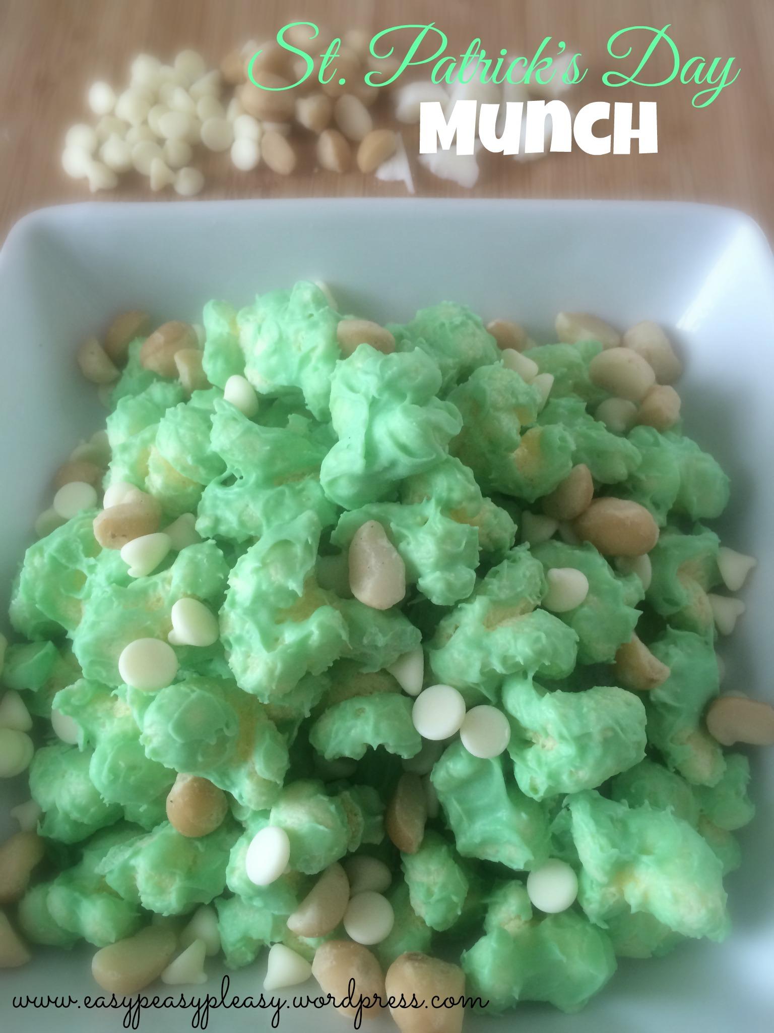 Quick St. Patrick's Day Munch Snack Idea at https://easypeasypleasy.com