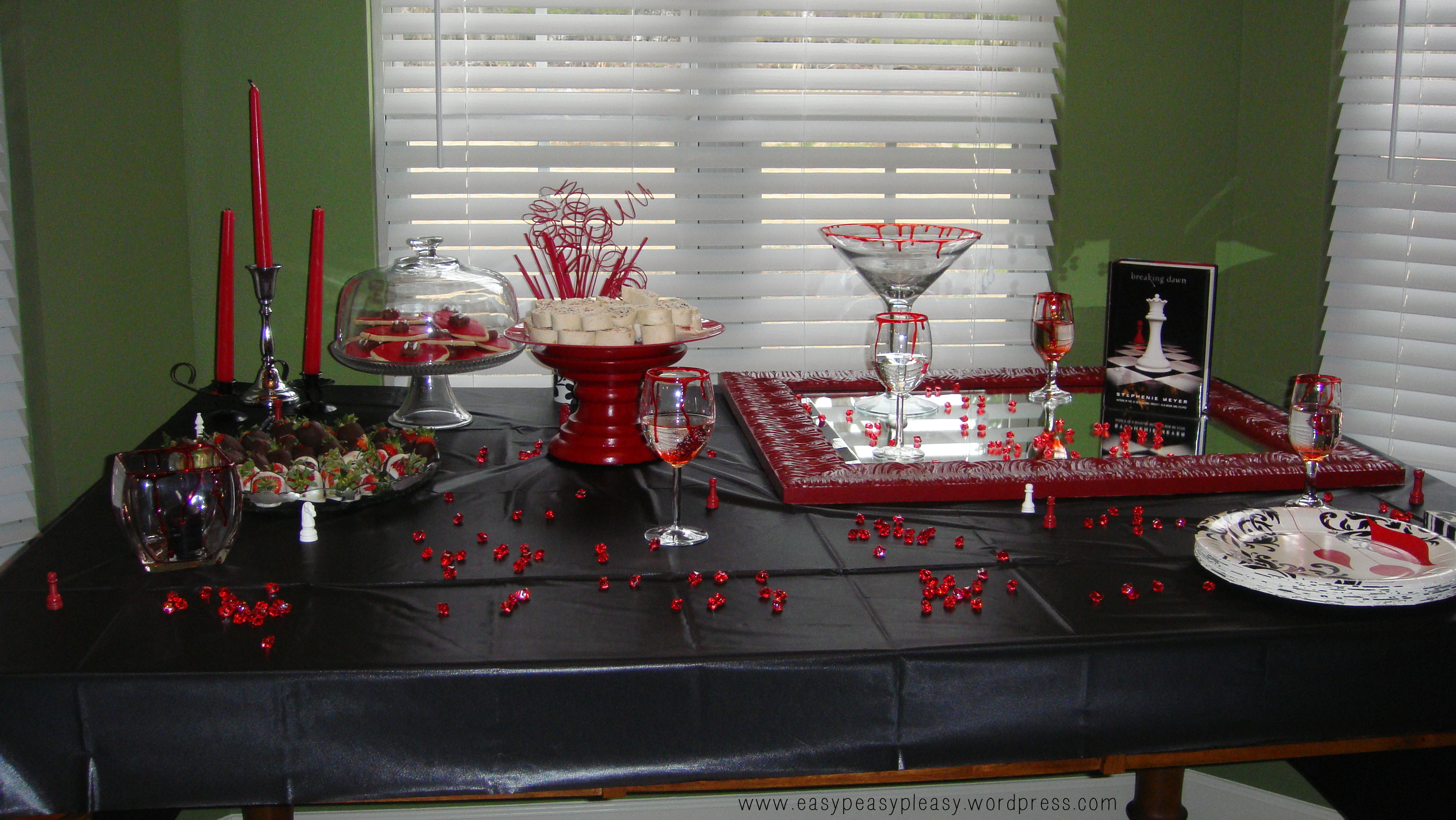 Twilight New Moon Party Tablescape Ideas