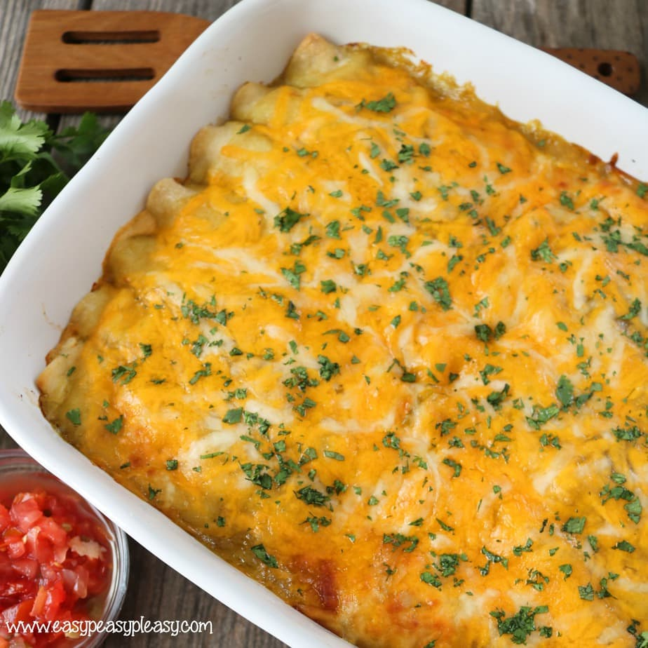 The best ever Green Chili Chicken Enchiladas that will be devoured. Grab a plate and dive into this cheesy goodness.