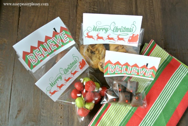 These Christmas Treat Bag Toppers are perfect to add to the top of your goodie bags! Free Printable.