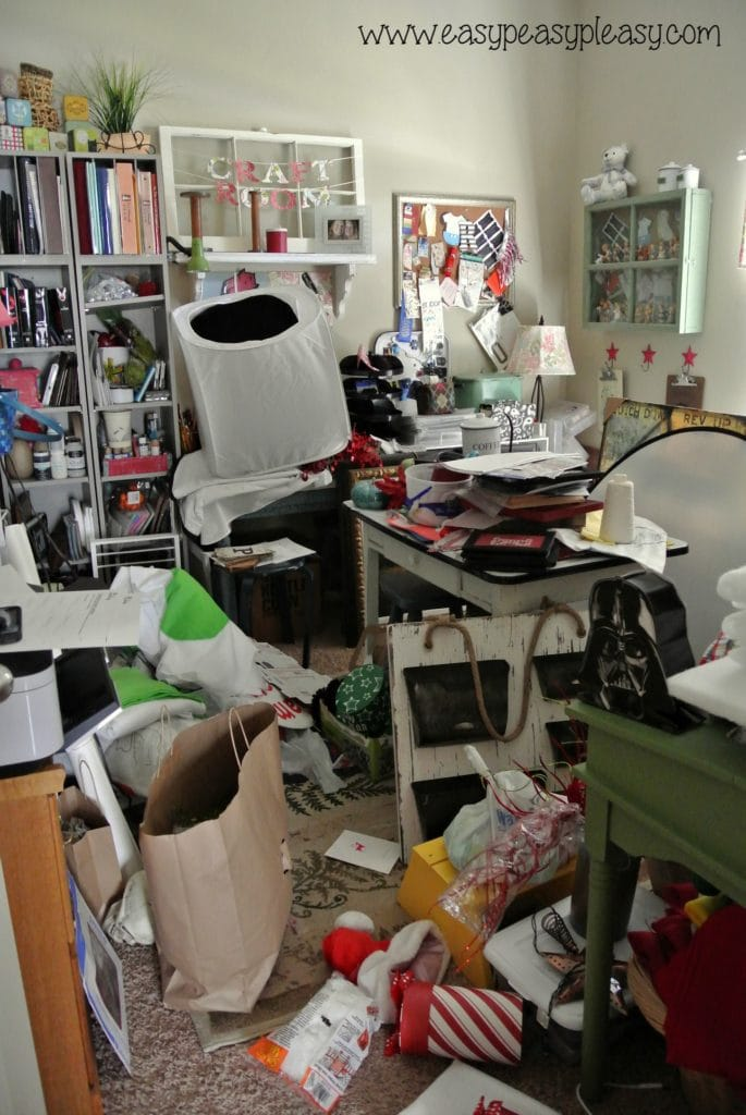 Do you have a room that looks this bad Let me show you how to organize a room with free printable!