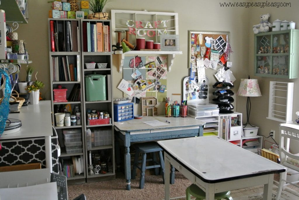 How to organize a room with free printable!