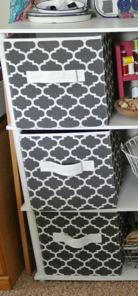 How to organize storage containers with free printable.