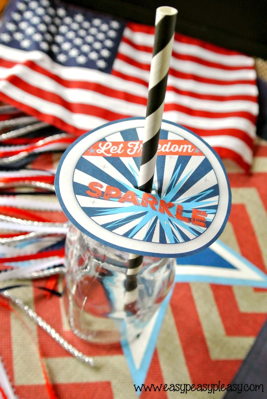 Free Printable Patriotic Straw Toppers and Cup Covers.