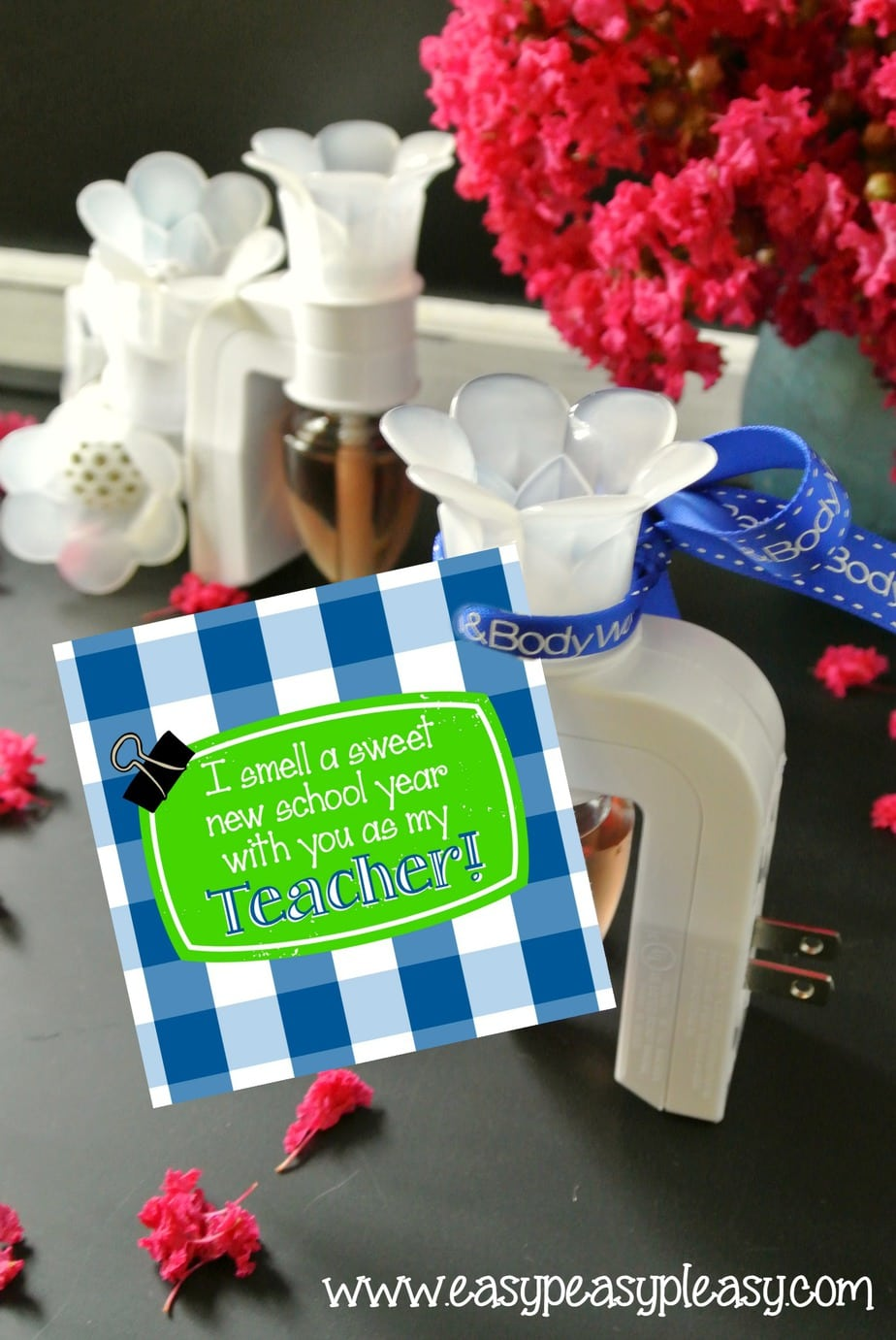 Free Printable Back to School Teacher Gift Tags and gift idea!