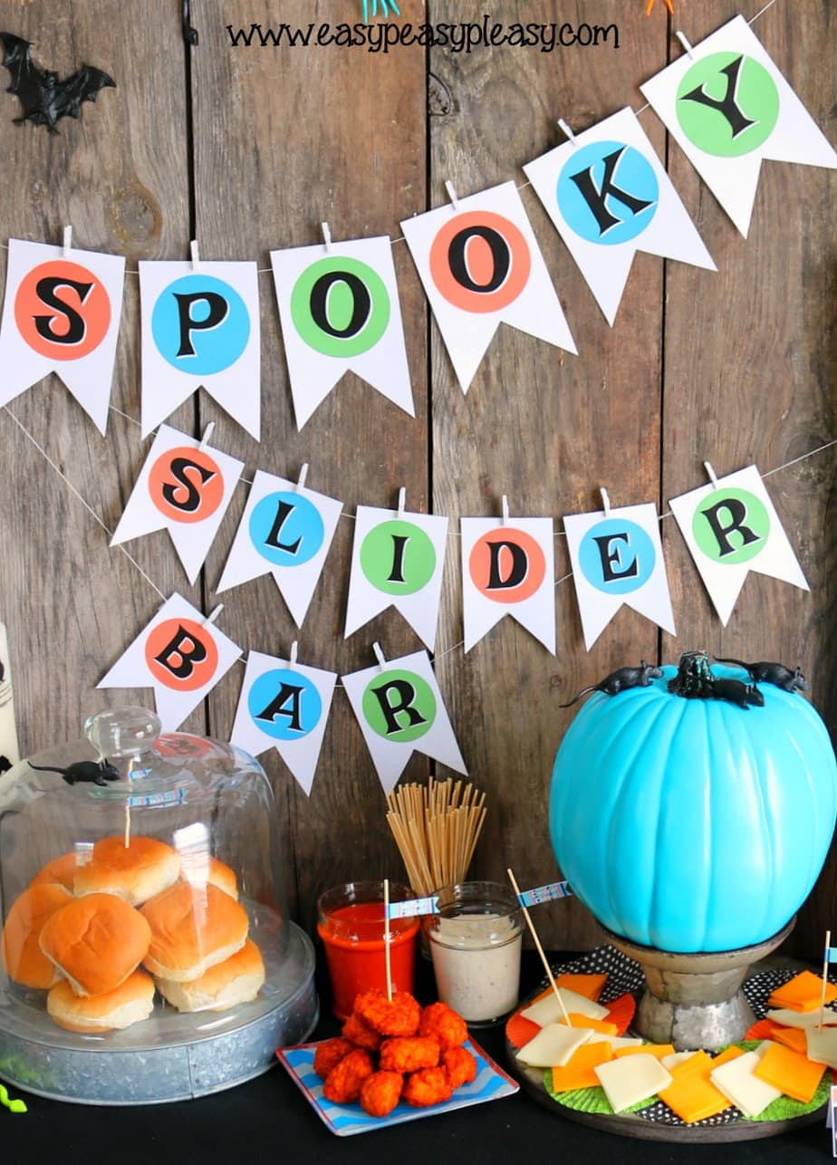 Super Easy Spooky Chicken Slider Bar with free printables at easypeasypleasy.com