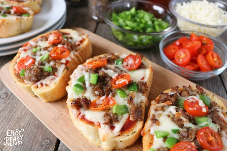 Texas Toast Pizza made easy for those busy weeknights. Get dinner on the table in no time with this recipe.