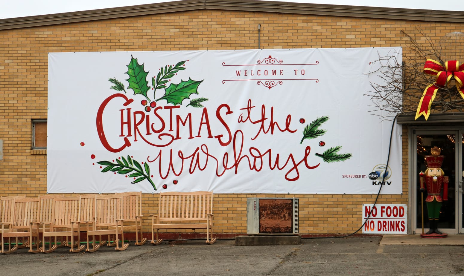 (AD) Christmas at the Warehouse Guess and Company EasyPeasyPleasy.com