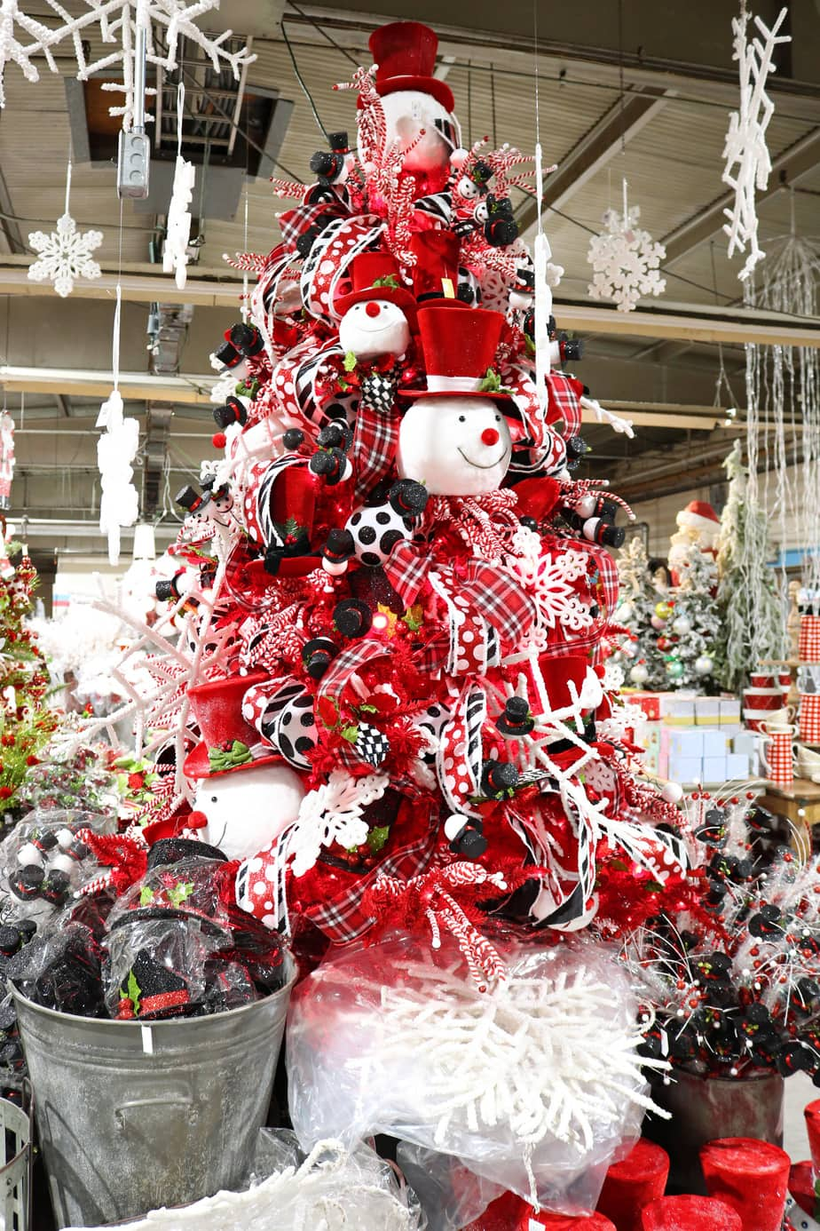 (AD) Snowman Christmas Tree Inspiration at Guess and Company Warehouse Sale. EasyPeasyPleasy.com